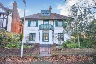 2 Bedrooms Flat for sale in Grimston Gardens, Folkestone