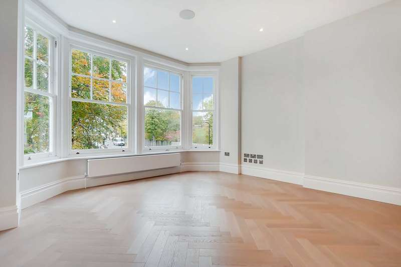 2 Bedrooms Flat for sale in Corfton Road, Ealing