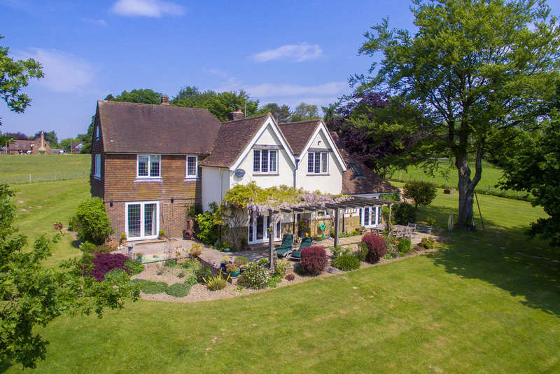 5 Bedrooms Detached House for sale in Hook Lane, West Hoathly