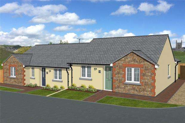 3 Bedrooms Terraced Bungalow for sale in Haye Road, Callington, Cornwall