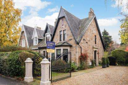 3 Bedrooms Semi Detached House for sale in Central Avenue, Cambuslang