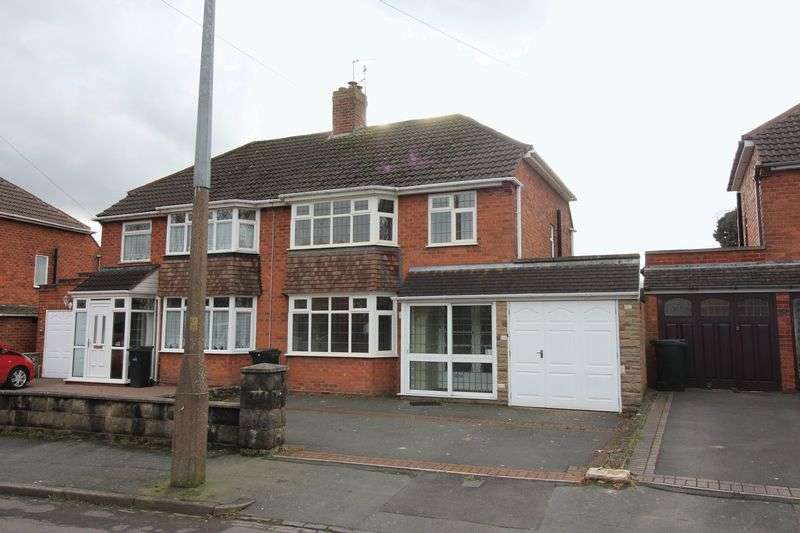 3 Bedrooms Property for rent in Woodfield Avenue, Brierley Hill