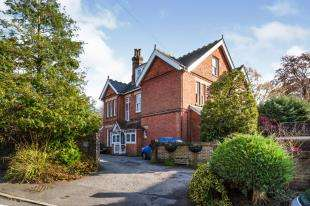 3 Bedrooms Flat for sale in Cosack House, Victoria Road, Southborough, Tunbridge Wells