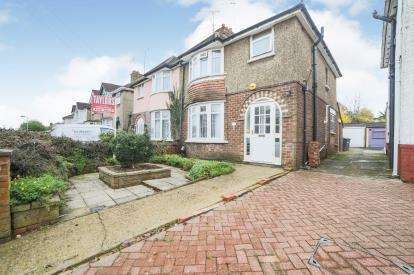 3 Bedrooms Semi Detached House for sale in Westmorland Avenue, Luton, Bedfordshire