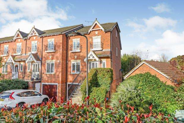 4 Bedrooms End Of Terrace House for sale in Thames Ditton, Surrey