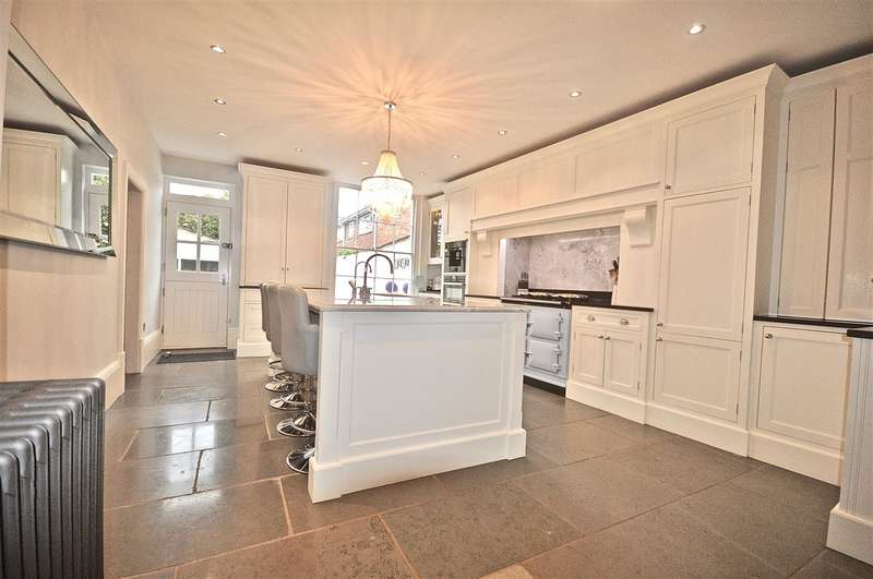 5 Bedrooms Terraced House for sale in Abbots Grange, Chester