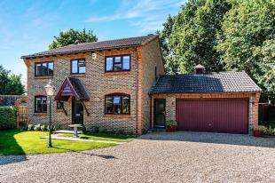 4 Bedrooms Detached House for sale in The Spinney, Aldwick, Bognor Regis, West Sussex
