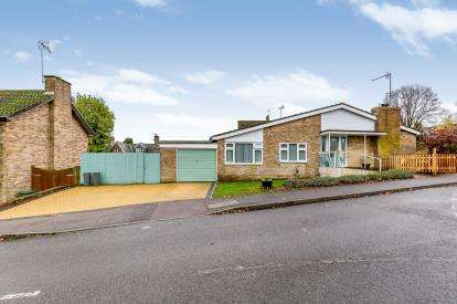 3 Bedrooms Bungalow for sale in High Street, Brackley, Northamptonshire