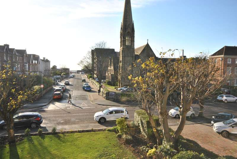 3 Bedrooms Apartment Flat for sale in 297 Clifton Drive South, Lytham St Annes, FY8
