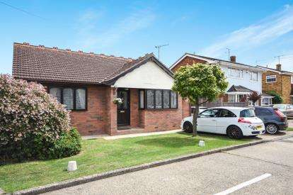 3 Bedrooms Bungalow for sale in Canvey Island, Essex, England
