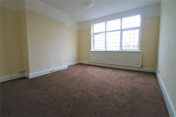3 Bedrooms Flat for rent in Court Parade, Wembley, Middlesex