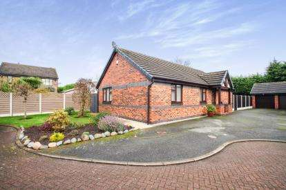 3 Bedrooms Bungalow for sale in Acorn Close, Winsford, Cheshire