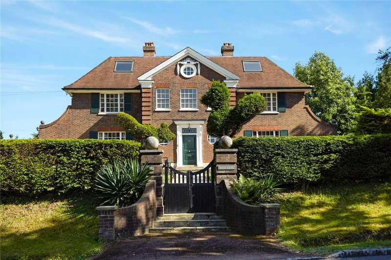 5 Bedrooms Detached House for sale in Birds Hill Rise, Oxshott, Leatherhead, Surrey, KT22