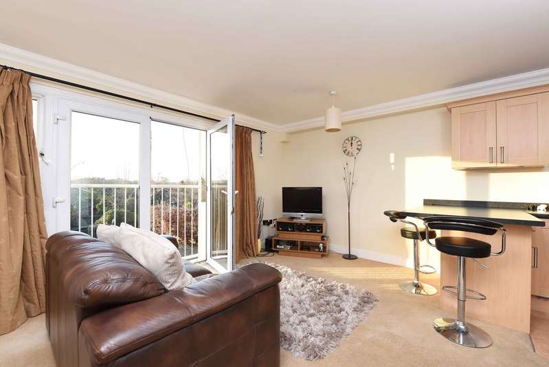 2 Bedrooms Apartment Flat for rent in Oxford Road, Wokingham RG41