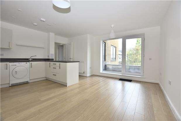 2 Bedrooms Flat for rent in Victoria Road, Horley, Surrey, RH6