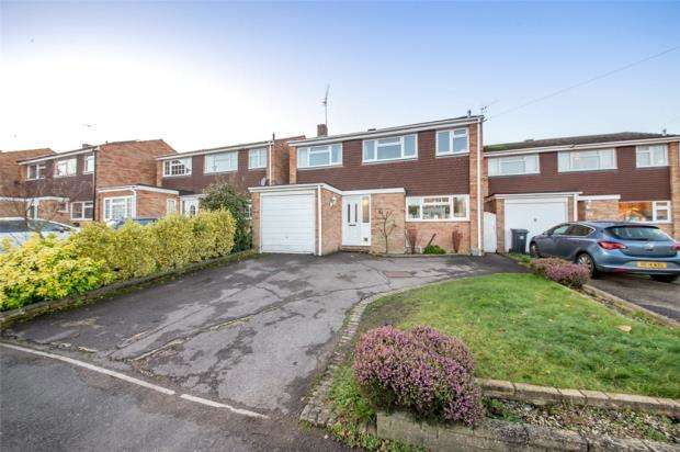 3 Bedrooms Detached House for sale in Broomsquires Road, Bagshot, Surrey
