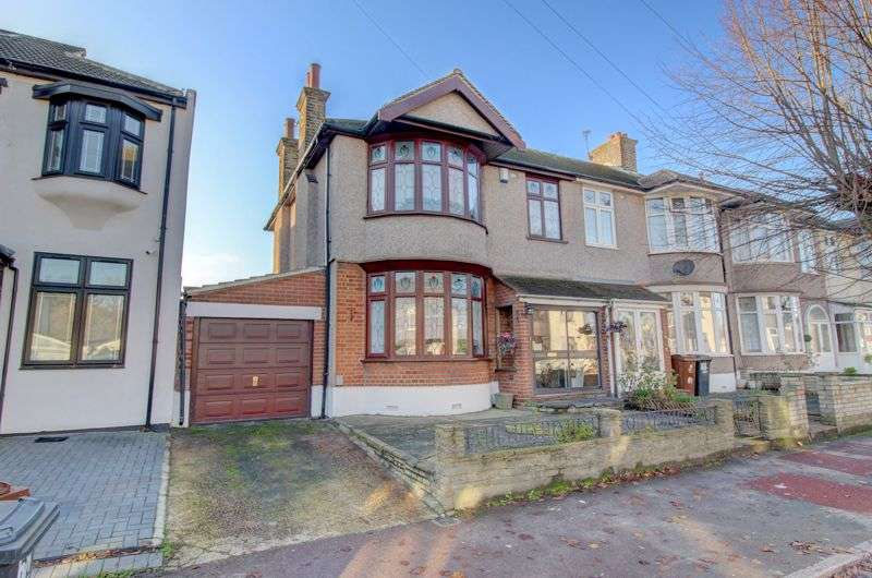 3 Bedrooms Property for sale in Stratton Drive, Barking