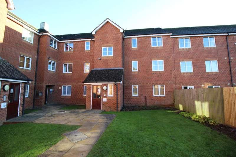 2 Bedrooms Flat for sale in Richard Hillary Close, Ashford, TN24