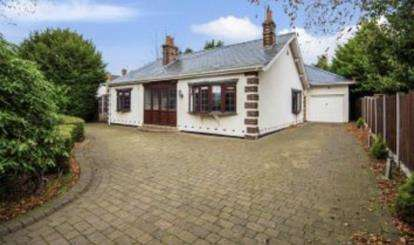 4 Bedrooms Bungalow for sale in Moss Delph Lane, Aughton, Ormskirk, Lancashire, L39