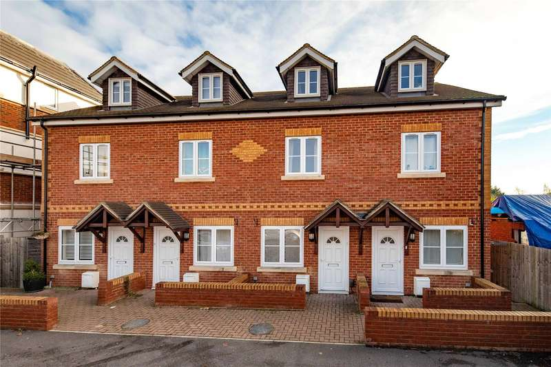 3 Bedrooms Terraced House for sale in Basingstoke Road, Reading, Berkshire, RG2