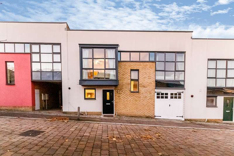 3 Bedrooms House for sale in Stonechat Mews, Greenhithe, Kent, DA9
