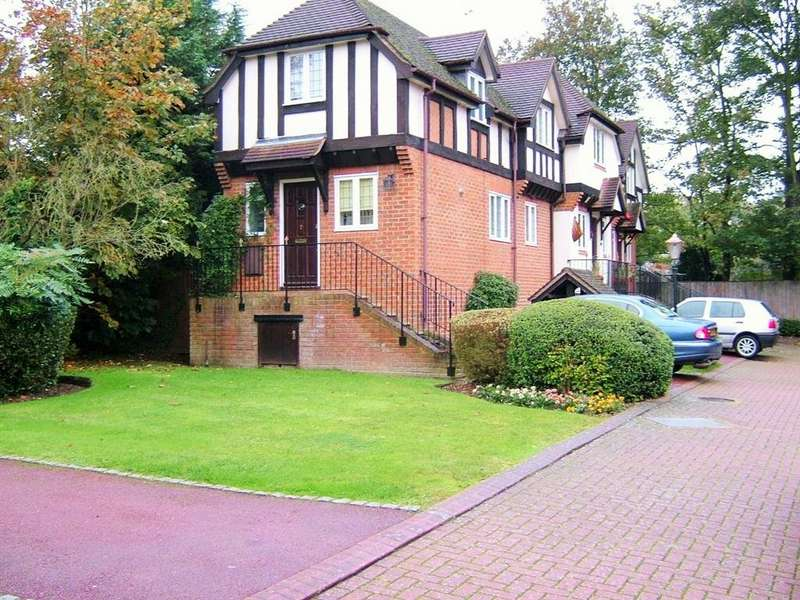 2 Bedrooms Terraced House for rent in Tudor Court, Lower Cookham Road SL6