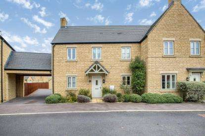 3 Bedrooms Semi Detached House for sale in Lysander Way, Moreton-in-Marsh, Gloucestershire