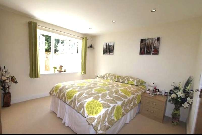 2 Bedrooms Ground Flat for sale in Off Vicarage Road