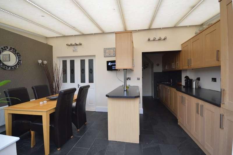 3 Bedrooms Semi Detached House for sale in Westbrooke Road, Welling, Kent, DA16