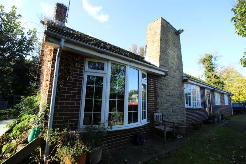 3 Bedrooms Detached Bungalow for sale in Main Street, Badsworth, Pontefract, West Yorkshire, WF9