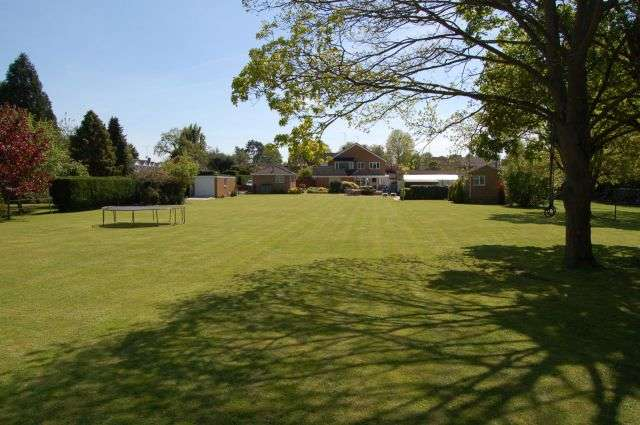 4 Bedrooms Detached House for sale in Manor Park, Nether Heyford, Northampton NN7 3NN