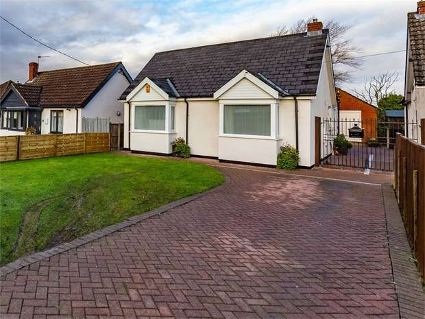 3 Bedrooms Detached House for sale in Hawthorn Road, Cherry Willingham, Lincoln