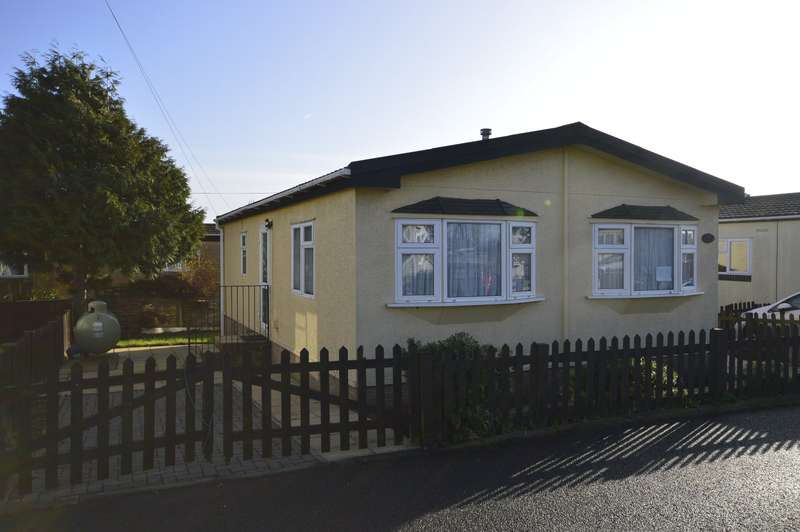 1 Bedroom Park Home Mobile Home for sale in Maple Road Hoo Marina Park, Vicarage Lane, Hoo, Rochester, ME3