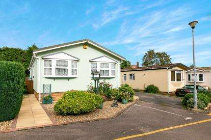 2 Bedrooms Mobile Home for sale in Long Close, Station Road, Lower Stondon, Beds