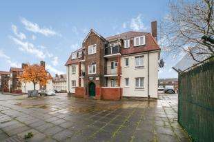 2 Bedrooms Flat for sale in Barnfield Gardens, Plumstead Common Road, Plumstead, London
