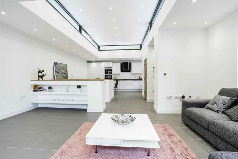 3 Bedrooms Detached House for sale in Oxford Road, Ealing, W5