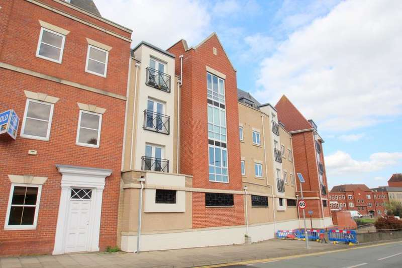 2 Bedrooms Apartment Flat for sale in Priory Court, Crouch Street, Colchester