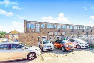 2 Bedrooms Maisonette Flat for sale in The Parade, Allington Drive, Rochester, Kent