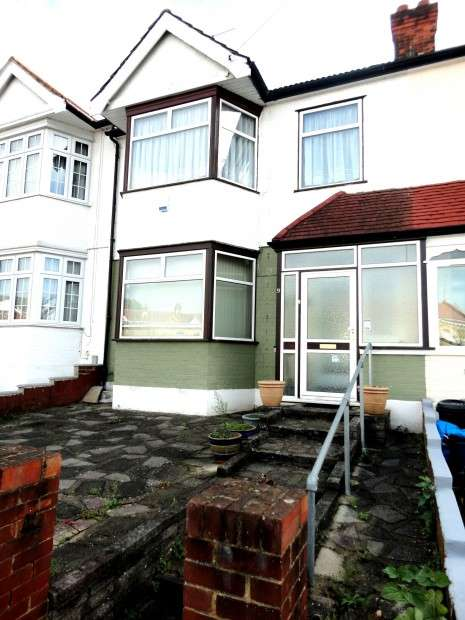 3 Bedrooms Terraced House for sale in Lennox Gardens, Ilford, IG1