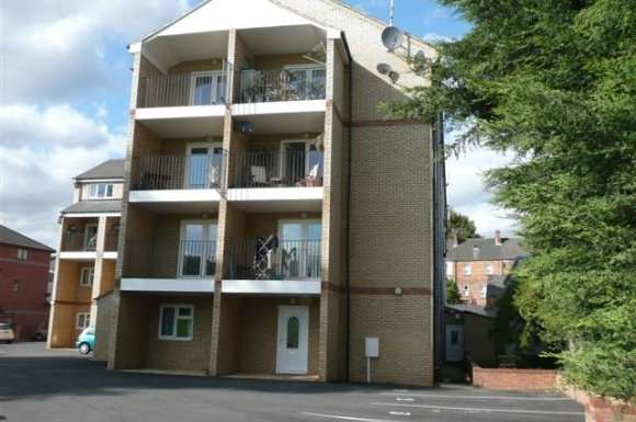 2 Bedrooms Apartment Flat for rent in Fields View