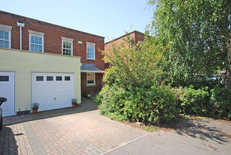 3 Bedrooms End Of Terrace House for sale in Atkinson Close, Barton On Sea, New Milton, Hampshire, BH25
