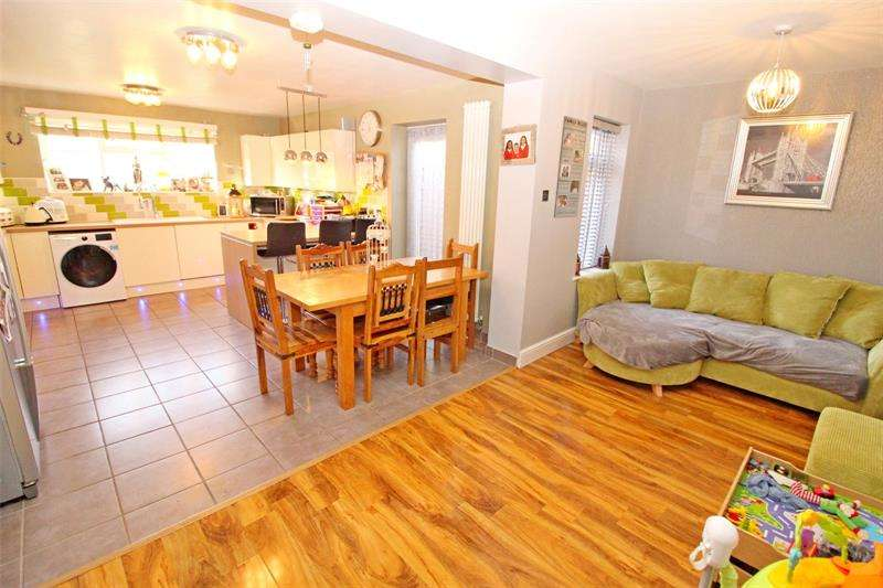 4 Bedrooms End Of Terrace House for sale in Mendip Crescent, Westcliff-on-Sea, Essex, SS0