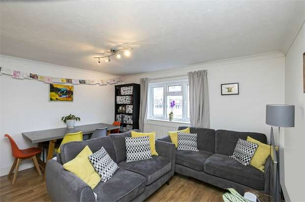 2 Bedrooms Flat for sale in St Stephens Close, Walthamstow, London