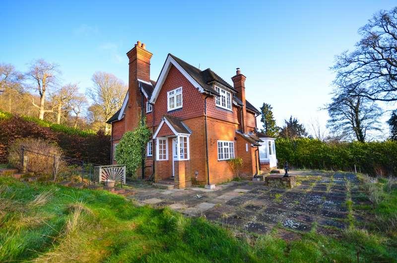 3 Bedrooms Detached House for sale in Winterfold, Barhatch Lane, Cranleigh, GU6