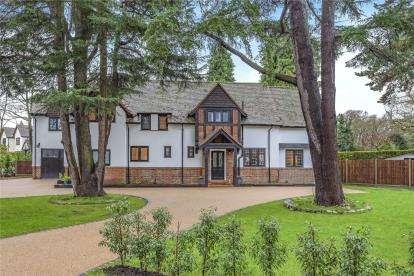 6 Bedrooms Detached House for sale in Elm Walk, Farnborough Park, Kent