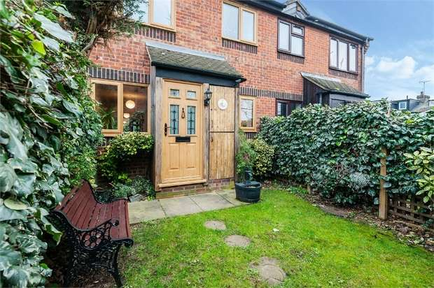 1 Bedroom Semi Detached House for sale in Temple Close, Wadley Road, London