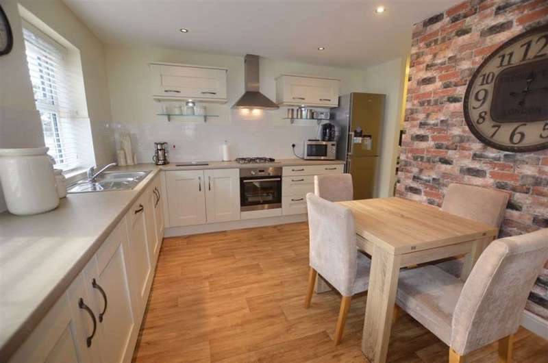 3 Bedrooms Semi Detached House for sale in Wentworth Close, Gilberdyke, Brough, HU15