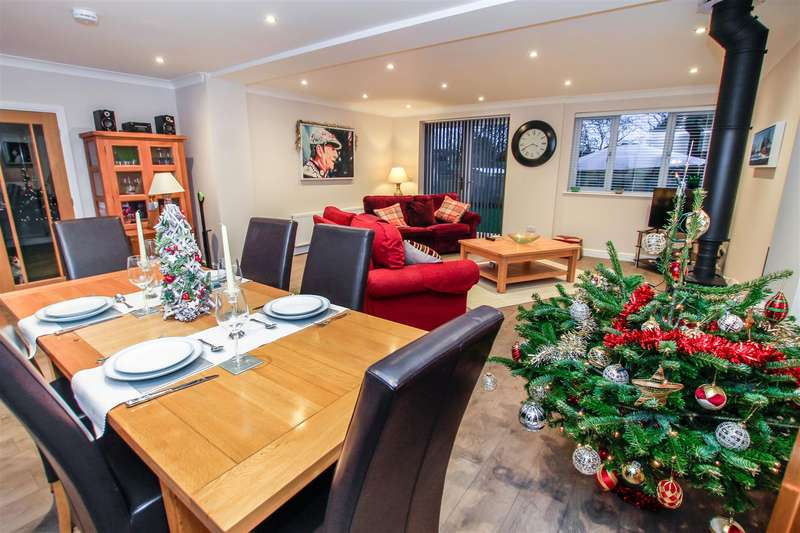 4 Bedrooms Detached House for sale in Kenilworth Centre - House or Bungalow