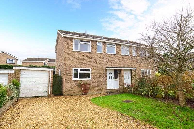 3 Bedrooms Property for sale in Meadow Close Stalbridge, Sturminster Newton