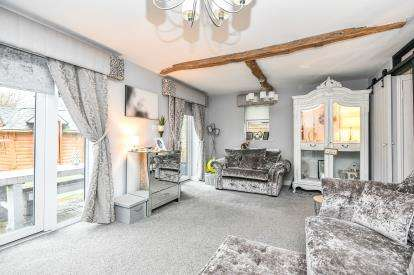 4 Bedrooms Bungalow for sale in Thorpe Street, Chase Terrace, Burntwood, Staffordshire